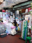 #78 Sri Song shop - batting, flannel, plastic sheeting, mosquito nets, baby clothes and bedding. They sell white polyester batting in either thick or thin, brand name 'Double Swallow.'  The thin batting is 45 inches wide and the price is 45 baht per meter.