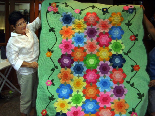 Khun Tiew shows us a quilt made for a customer in Singapore!